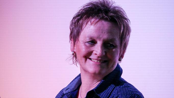 Manuela Sarpe - die Wachtelbesitzerin aus Borchen lebt als Frau einer Pfarrerin in einer kleinen Gemeinde