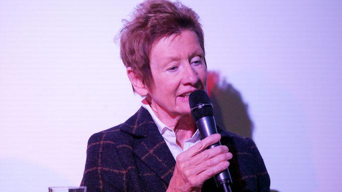 Elisabeth Epping - die ehemalige Direktorin der Frauenschule am Borchener Mallinckrodthof sorgt mit Dia-Shows für Partystimmung