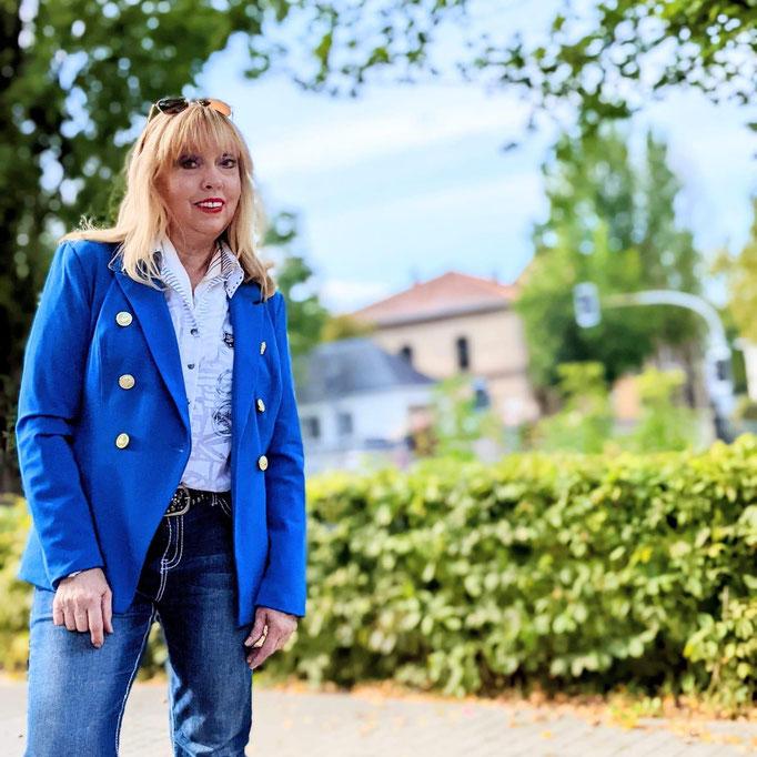 """Lena Meier - die 63-Jährige aus Salzkotten hat auf Instagram mehr als 20.000 Abonnenten - ihr Motto: Lifestyle, travel and fashion for """"old"""" ladys"""