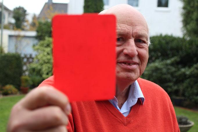 Rainer Waltert - der 77-jährige Paderborner war jahrelang Schiedsrichter in der 1. Bundesliga und stand mit Größen wie Franz Beckenbauer, Uwe Seeler oder Klaus Allofs auf dem Platz