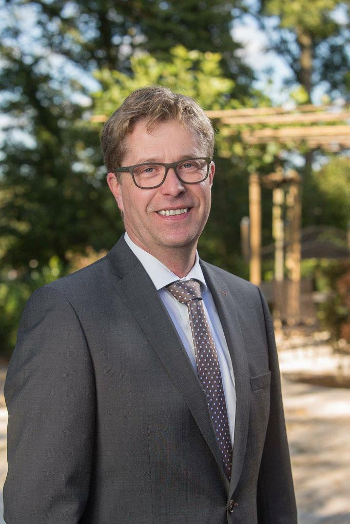 Dieter Sauerbier - der Paderborner ist Bestatter, Thanatopraktiker und Rekonstrukteur. Er beschäftigt sich mit Leichen in der ganzen Welt und hat zum Beispiel auch nach dem schlimmen Tsunami 2004 in Thailand mitgeholfen.