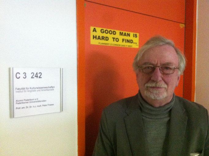 Prof. Dr. Dr. hc Peter Freese - der Paderborner ist Amerikanistik-Professor a.D.; weltweit war er unterwegs, hat Geschichten erlebt und Auszeichnungen erhalten