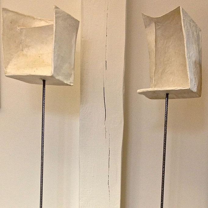 Cosmos und Damian, Papierobjekte mit Baustahl und Buchenholz, 2014