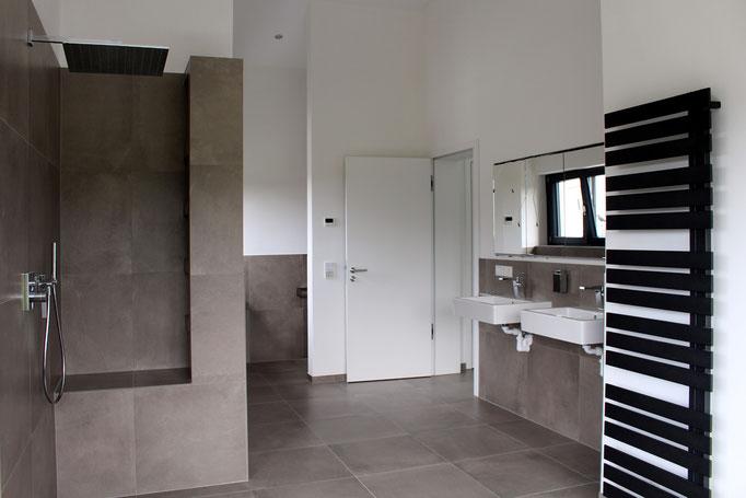 architekturbuero_waessa_neubau_einfamilienhaus_hatzenbuehl_bad_dusche