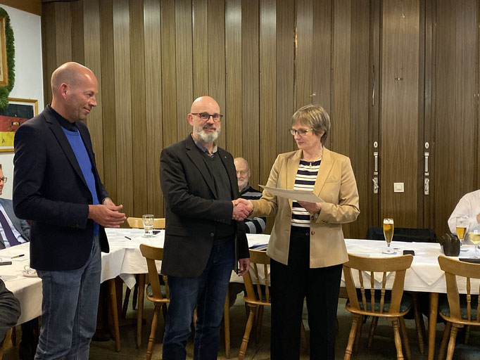 Frank Benfer, stellvertretender Vorsitzender der CDU Bad Wildungen, wird für 25 Jahre Mitgliedschaft geehrt
