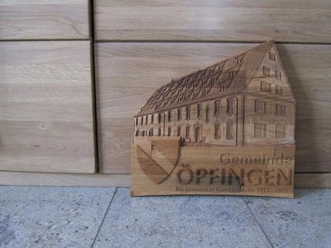Rathaus Öfingen Geschenk für Karl Lüddecke / kreativ-fraesen