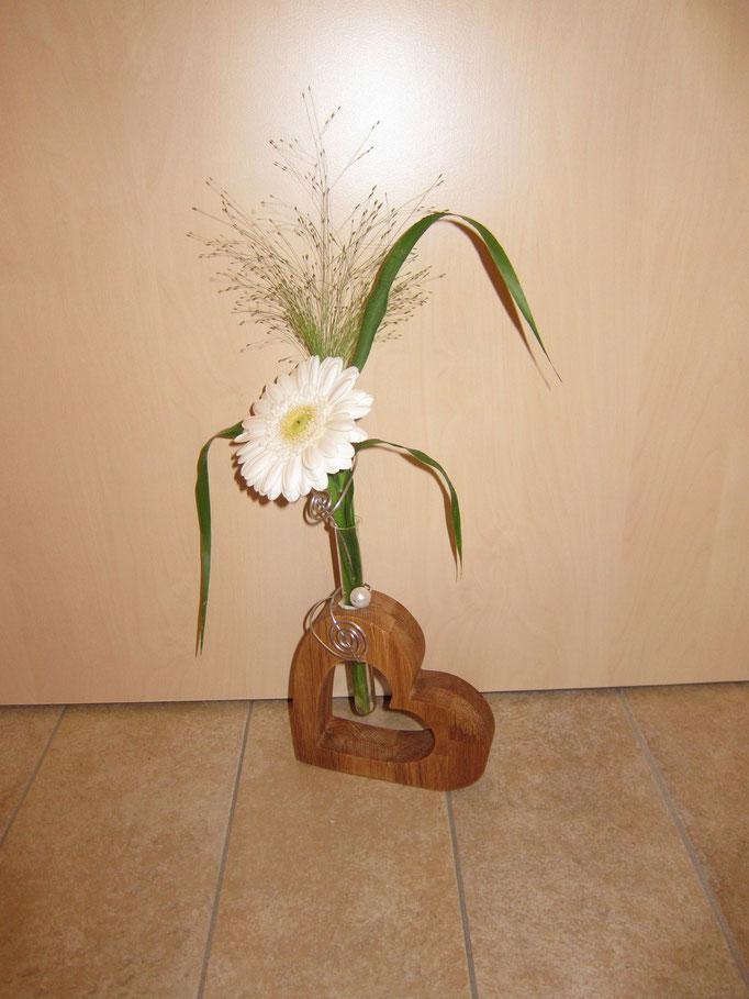 Blumenvase mit Reagenzglas / kreativ-fraesen