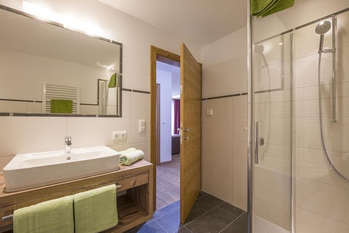 modernes hochwertiges Badezimmer