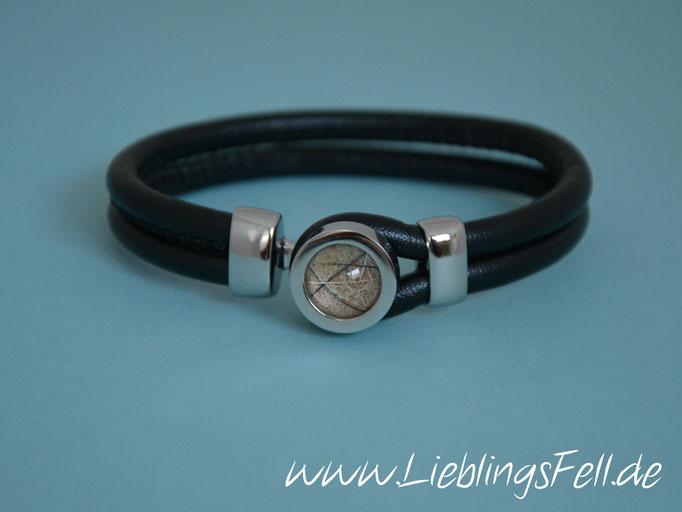 Schwarzes Doppel-Lederarmband mit Fassung (16mm) und Verschluß aus Edelstahl (auch mit braunem oder hellgrau/cremefarbenem Leder möglich. Es gibt 2 Größen: bis 16cm oder bis 18cm Handgelenksumfang) - 59€ - (Bild A1)