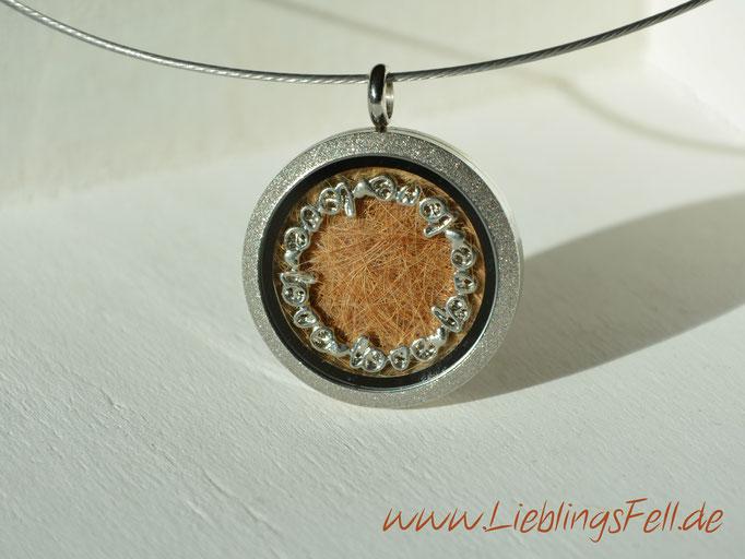 Edelstahl-Amulett (3 cm) mit diamantiertem Rand mit Edelstahlreif (die Kette ist frei wählbar, das Amulett ist auch mit glattem Rand möglich) - 59€ - (Bild K14)