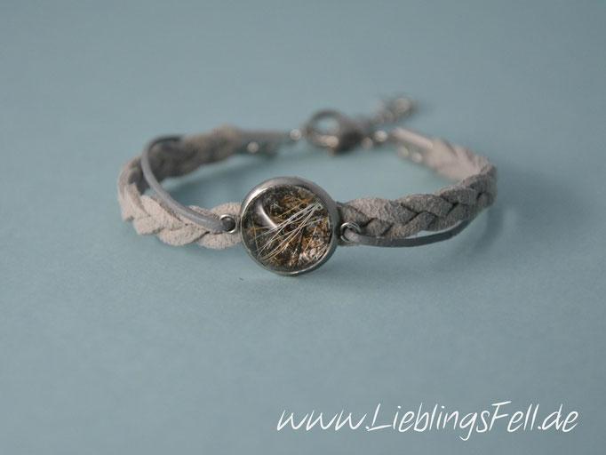Schmales, graues Armband (5mm) aus Kunstwildleder und Leder mit Fassung (14mm) und Verschluß aus Edelstahl (in Wunschlänge oder mit Verlängerung möglich, auch in schwarz erhältlich. Das dünne Band kann durch Baumwolle ersetzt werden) - 54€ -  (Bild A8)