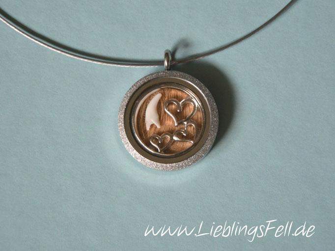 Edelstahl-Amulett (3 cm) mit diamantiertem Rand mit Edelstahlreif (die Kette ist frei wählbar, das Amulett ist auch mit glattem Rand möglich) - 69€ - (Bild K23)