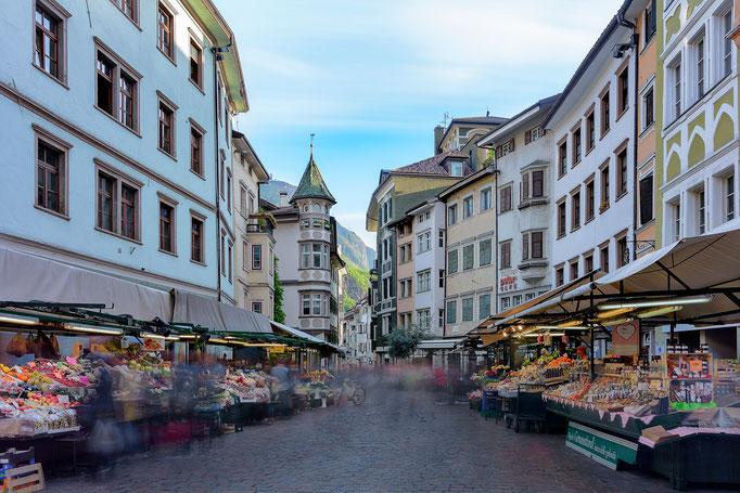 Obst Markt Platz in Bozen - Südtirol Architektur