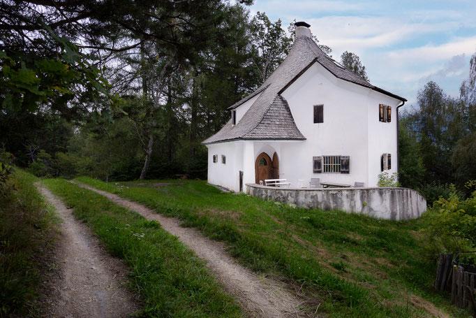 Bad Dreikirchen - die Kaffemühle - historisches Südtirol Hotel Architektur