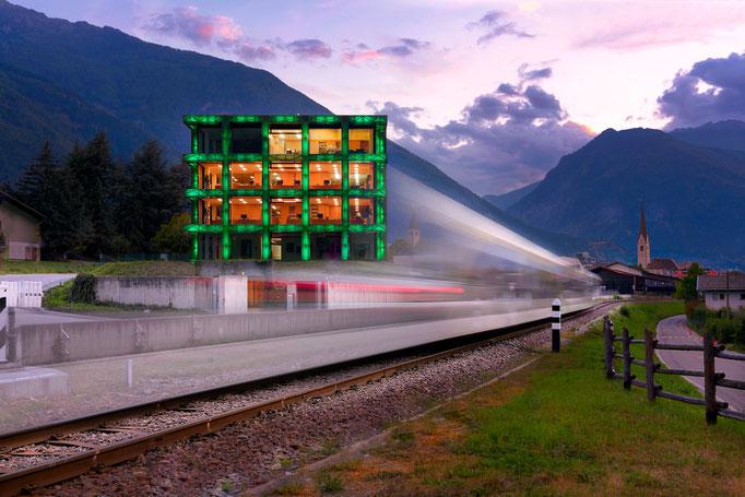 Rizzi Headquarter in Latsch - Südtirol Architektur - Zug - Südtirolbahn