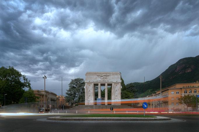 Eile trifft Felsenfest in Bozen - Siegesdenkmal - Bozen Architektur
