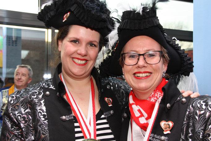 Queen Mom I. und II. (Christiane Bauch, li. und Anja Butscheid, re.)