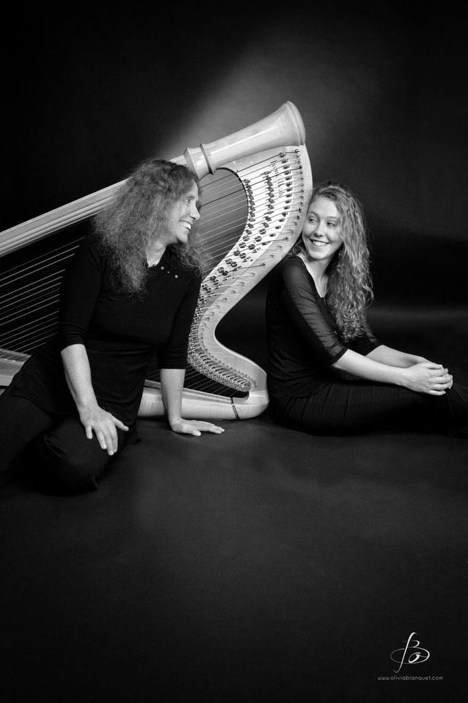 Duo de harpes mère-fille avec Helvia Briggen © Olivia Blanquet 2015