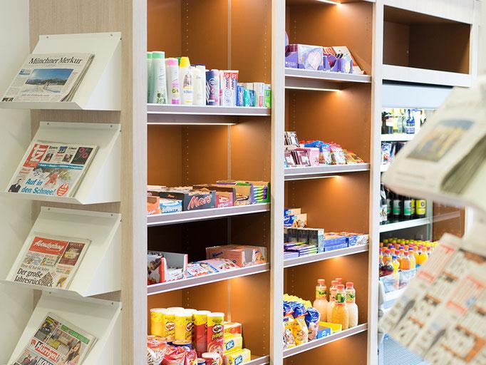 Neben unserem Cafébereich bieten wir eine Kioskecke für kleine Einkäufe.