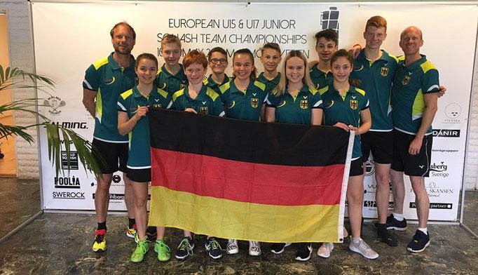 Die deutschen Teams mit Nationalcoach Christian Radeke ( ganz rechts )