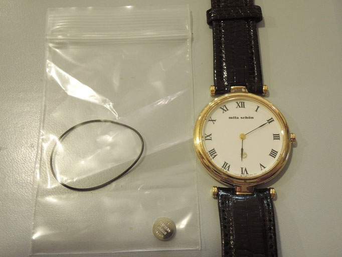 ミラ・ショーンのおしゃれな腕時計。電池交換で動かないためオーバーホールをご提案。動かない原因は内部の汚れでした。