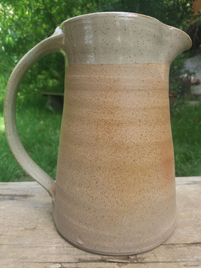 Wasserkrug. Seladonglasur und Asche