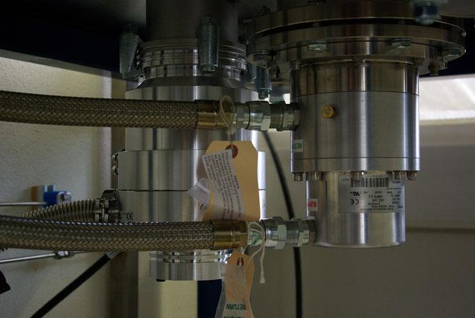 Cryogenics and vacuum: A high-power GM-cooler (~40K) along side a turbomolecular vacuum pump.