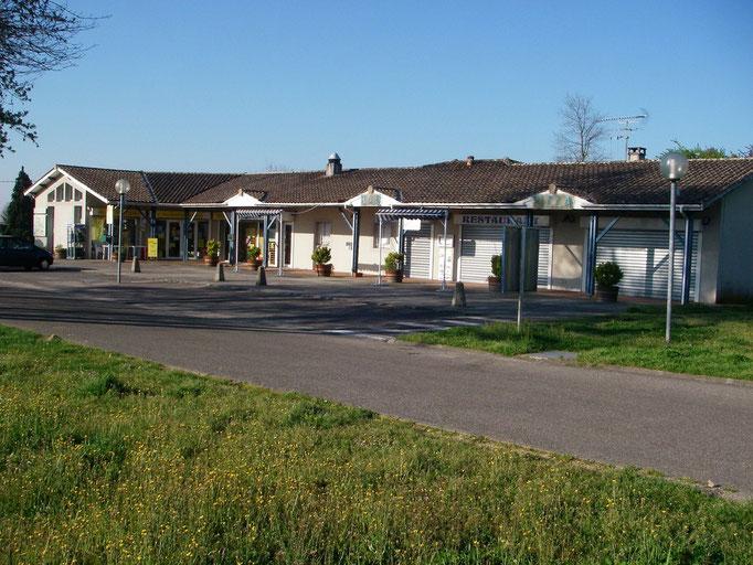 Aire de Saint Caprais de Blaye 33820 - quelques commerces pour l'essentiel... (2/2)