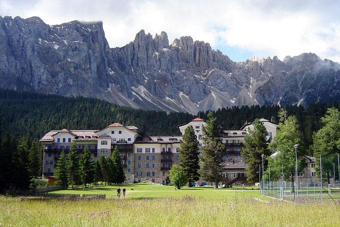 Das Grand Hotel Carezza, unweit des Karersees