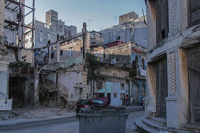 Hinter dem Kapitol (El Capitolio) in Havanna