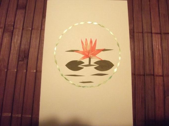 Lotosblüte aus Blüten und Papier / Indien