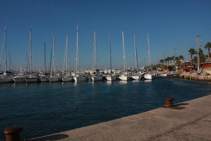 アルゲーロは島北西にある港街