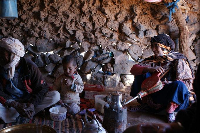 Die Nomaden bereiten für uns den Tee