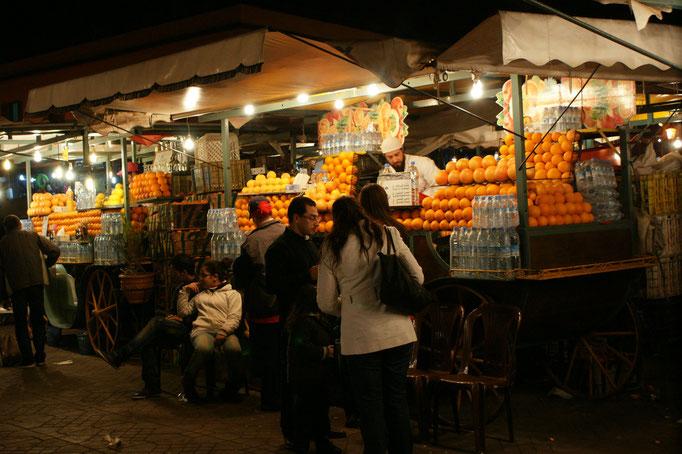 Die Orangensaftbuden sind die einzigen, die immer stehen bleiben