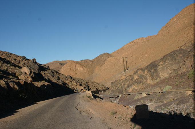 Schlucht nach dem Bergwerk Bou Azer