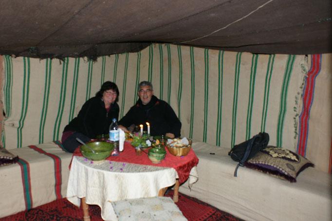 Alois hat das ganze Zelt nur für uns reserviert