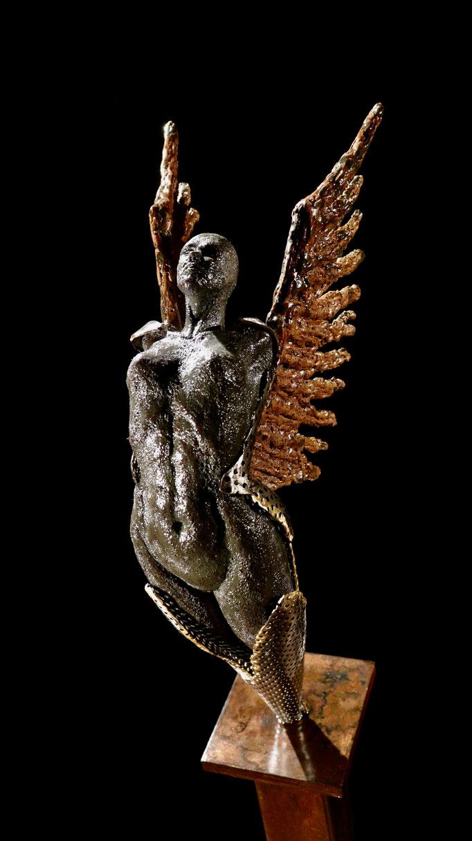 Éveil, 49 x 12 x 5, Céramique, acier et bronze