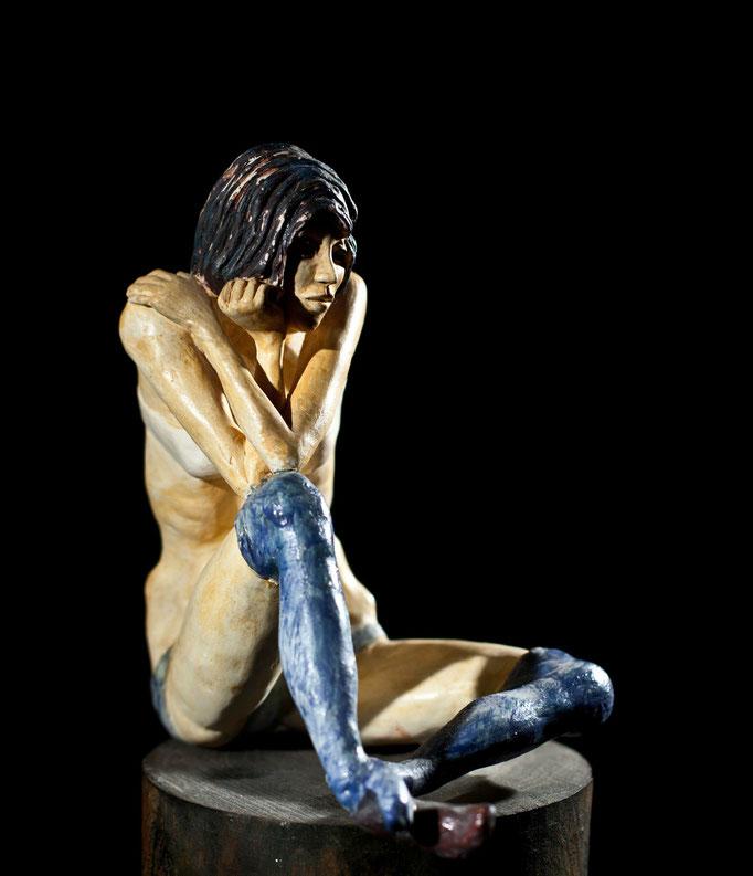 VENDU, Jeune fille étant assis hommage à Egon Schiele, argile blanche,