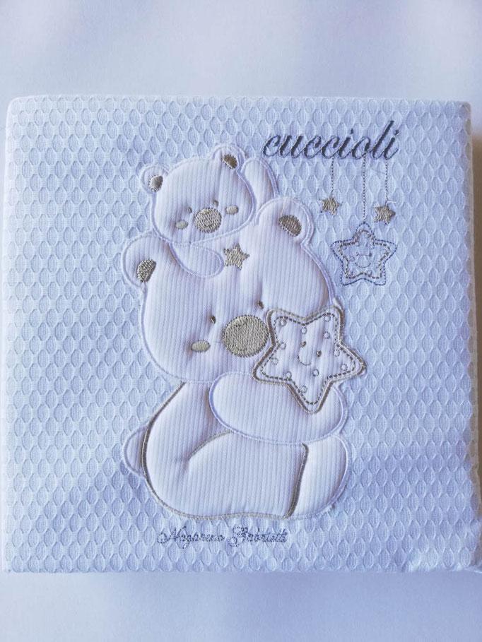 Coordinato lettino (culla) set 4 pezzi con completo lenzuola più copertina di Nazareno Gabrielli. Col.Grigio. C076
