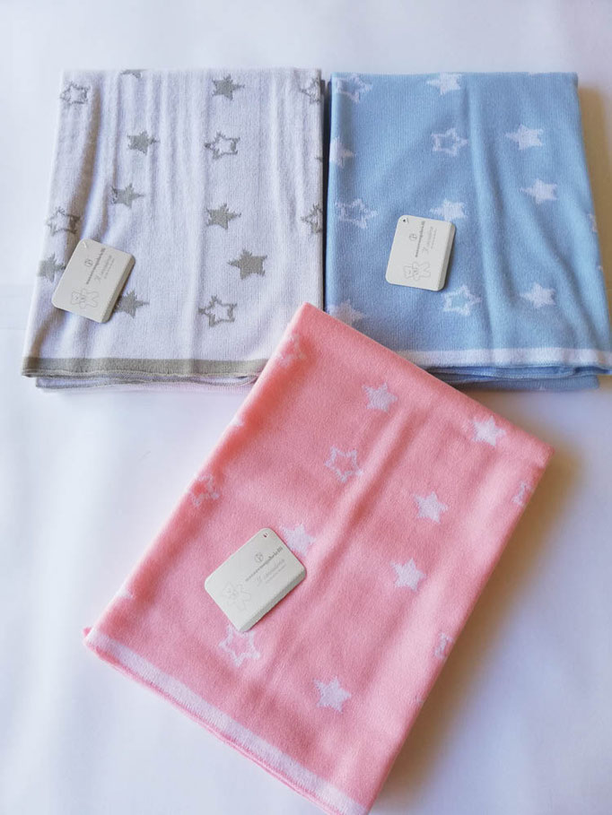 Scialle/copertina culla carrozzina in lana rasata double face con disegno stelle. C085
