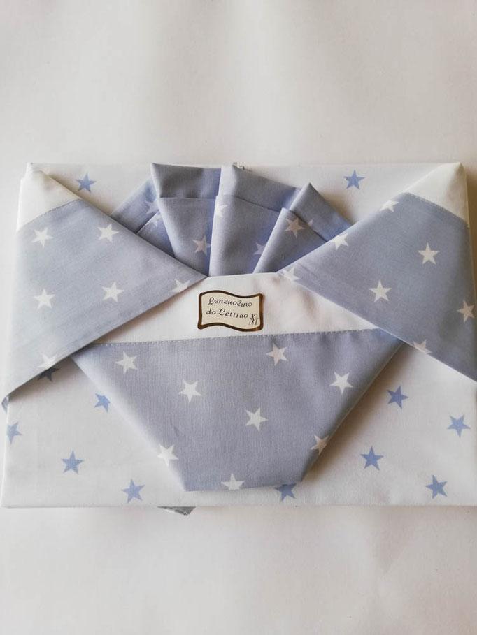 Completo lenzuola lettino con disegno stelle stampato Andy e Helen. Col.Celeste. C021