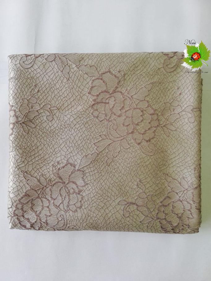 Scampolo tessuto jacquard dis. rose 280x280 cm. Col.Beige. B235