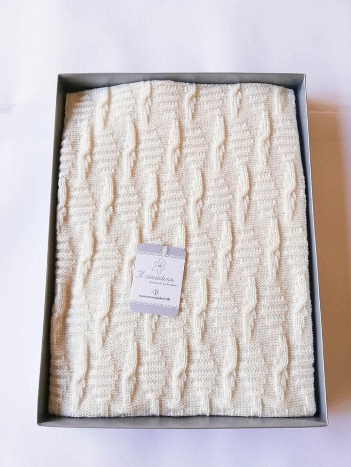Scialle/copertina culla carrozzina in lana doppia treccia Nazareno Gabrielli. Col.Panna. C083
