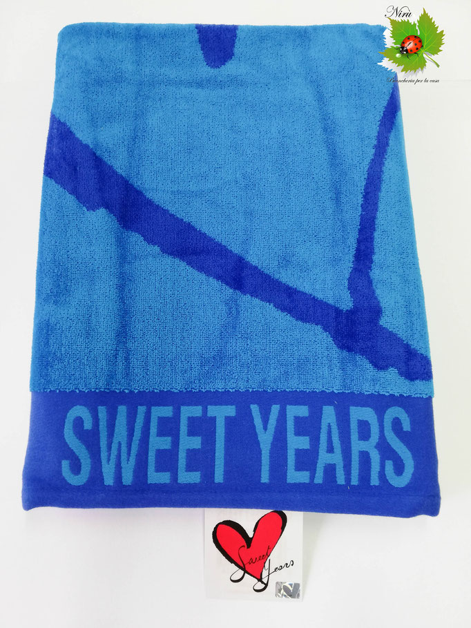 Telo mare Sweet Years con cuore grande in spugna di cotone. Col.Blu. B470