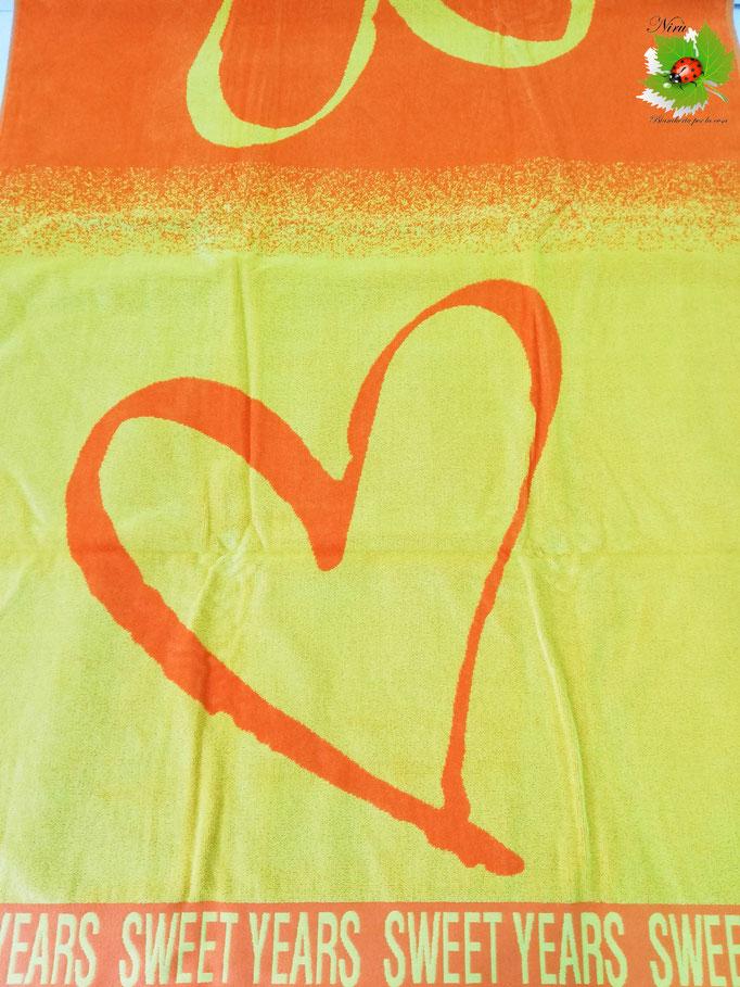 Telo mare Sweet Years con cuore grande in spugna di cotone. Col.Giallo. B470
