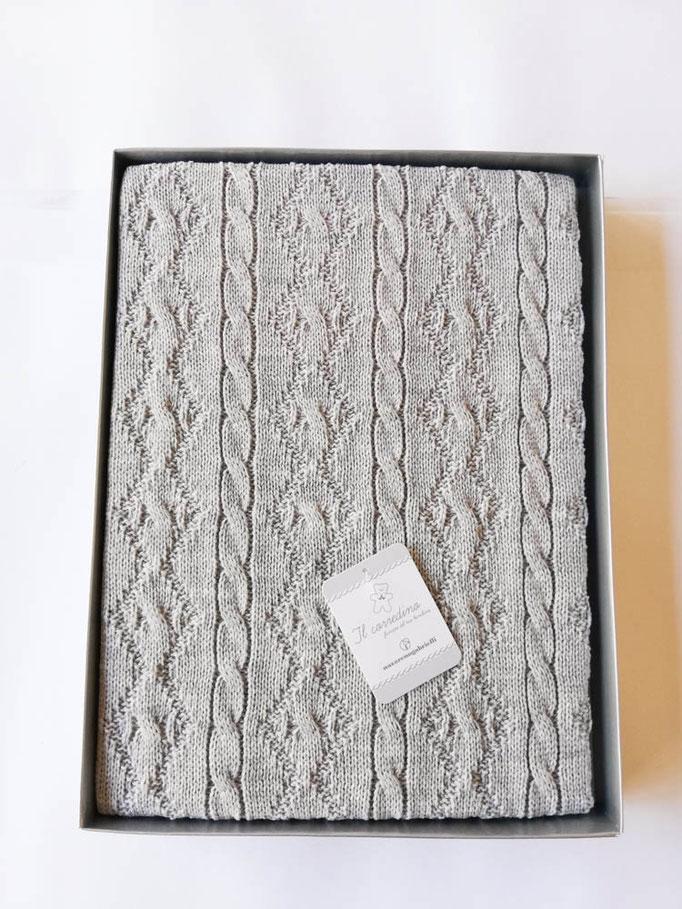 Scialle/copertina culla carrozzina in lana doppia treccia Nazareno Gabrielli. Col.Grigio. C083