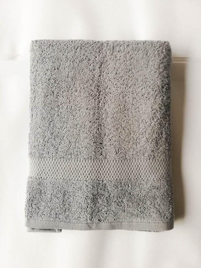 Asciugamano Liabel 1+1 asciugamano viso e ospite in spugna di cotone tinta unita. Col.Grigio.B750