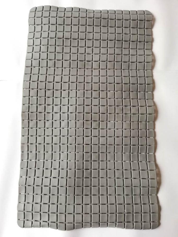 Tappeto doccia/vasca antiscivolo di forma rettangolare con quadratini tinta unita 40x70 cm. Col.Grigio. B781