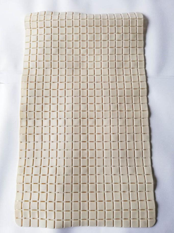 Tappeto doccia/vasca antiscivolo di forma rettangolare con quadratini tinta unita 40x70 cm. Col.Panna chiaro. B781