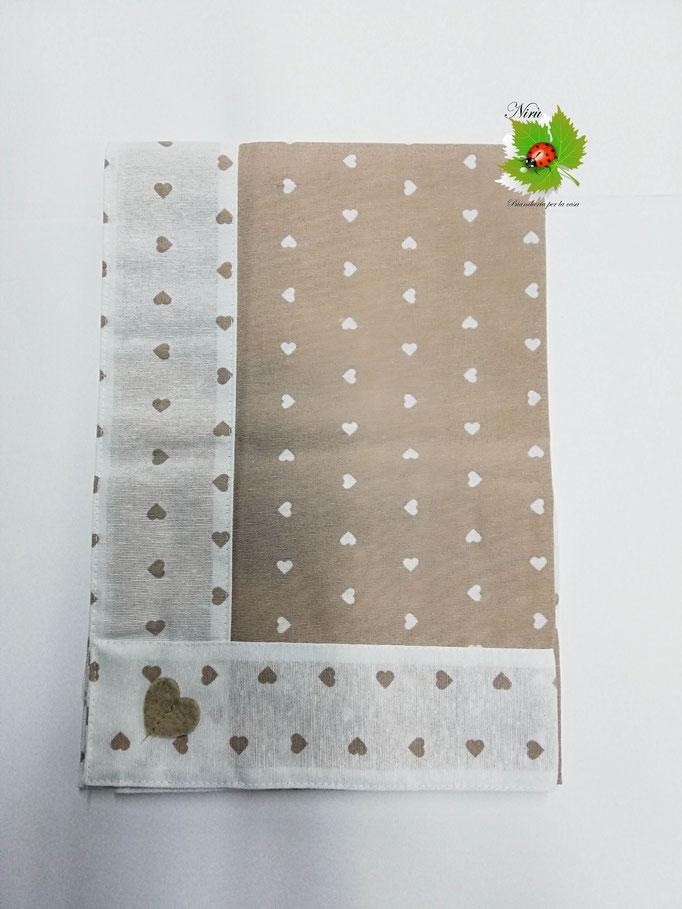 Centrotavola con cuori in cotone 90x90 cm. Col.Beige. B452